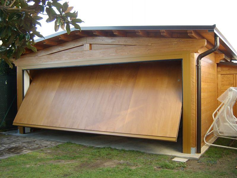 Pergola con tenda scorrevole in legno ferro for Due box auto indipendenti